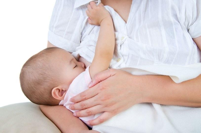 Karmienie piersią służy mamie i dziecku /123RF/PICSEL
