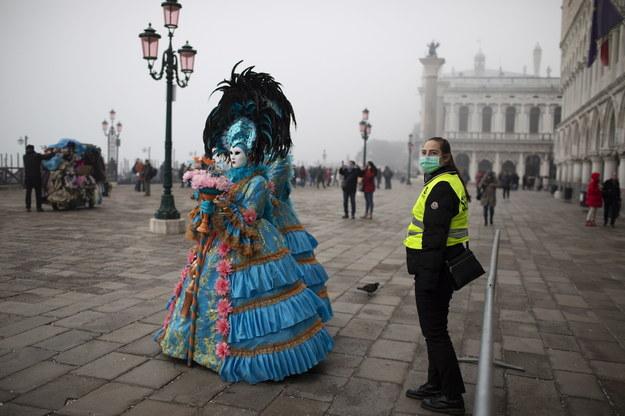Karnawał w Wenecji miał trwać do wtorkowej nocy /ABIR SULTAN /PAP/EPA