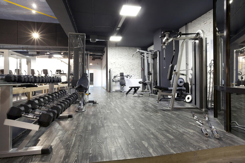 Karnety na siłownię są jednym z najpopularniejszych benefitów /123RF/PICSEL