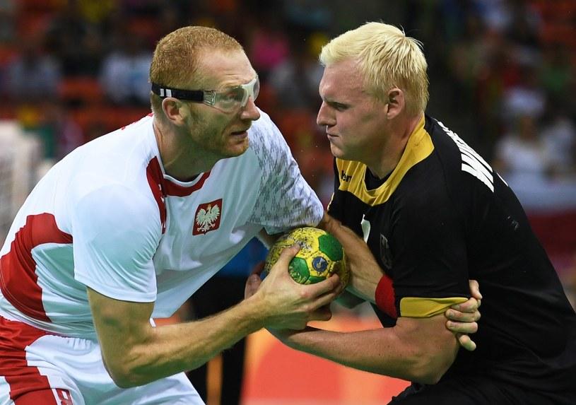 Karol Bielecki (z lewej) rzucił 10 goli w meczu z Niemcami /PAP/EPA