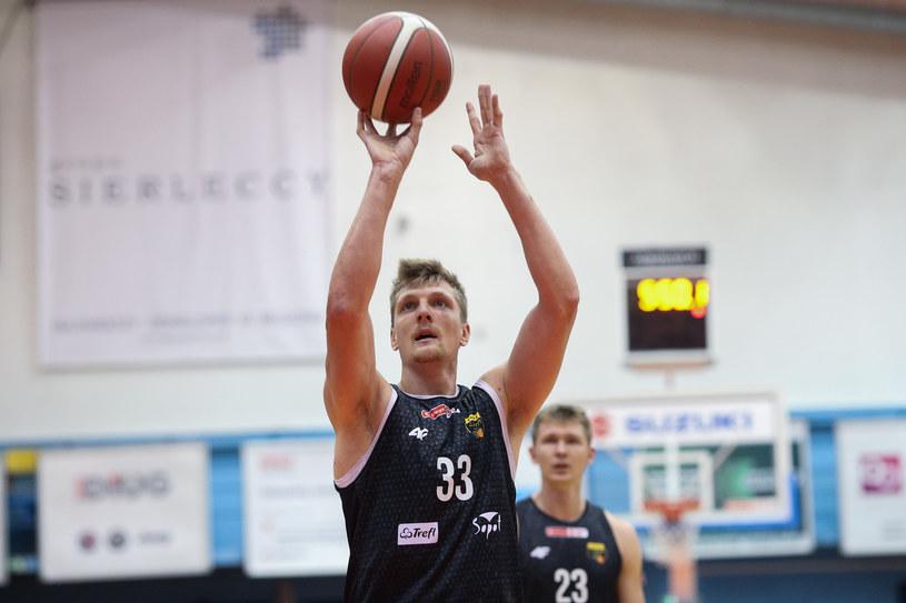 Karol Gruszecki koszykarz Trefla Sopot /Grzegorz Jędrzejewski /Newspix