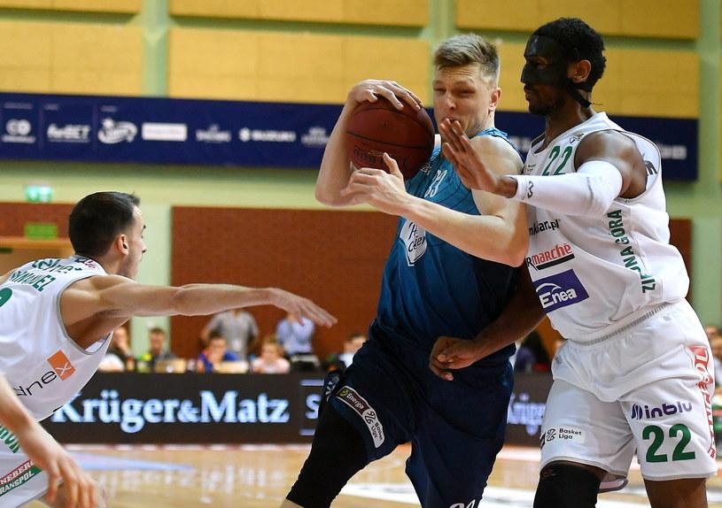 Karol Gruszecki (z piłką) został MVP turnieju o Puchar Polski /Bartek Zborowski /PAP