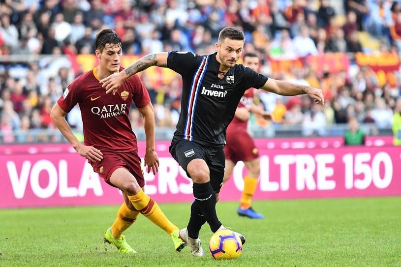 Karol Linetty (z prawej) występuje w Sampdorii od trzech lat. Na zdjęciu w pojedynku z Patrikiem Schickiem z AS Roma /ALBERTO PIZZOLI/ AFP /AFP