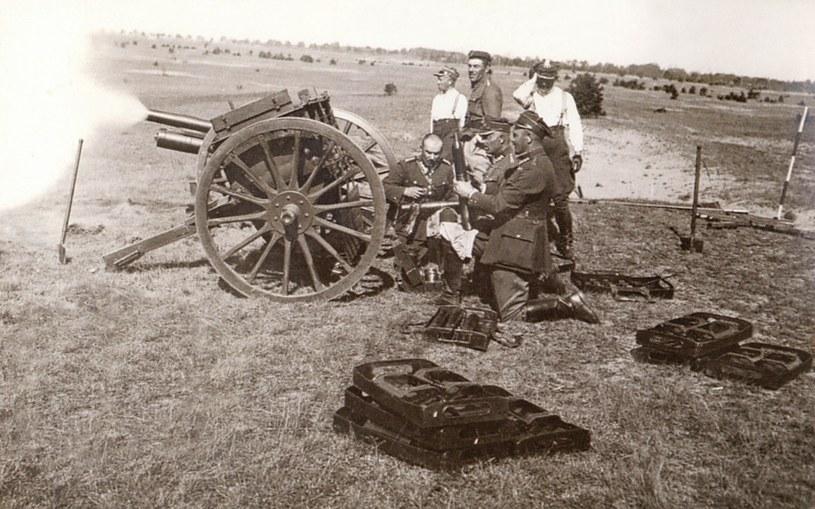 Karol Olbracht od 1924 r. był pułkownikiem rezerwy 21 Pułku Artylerii Polowej. N/z  Oficerowie 31 Pułku Artylerii Lekkiej podczas nauki strzelania w Toruniu /Siedlecki Klub Kolekcjonerow; Zbiory J. Izdebskiego /East News