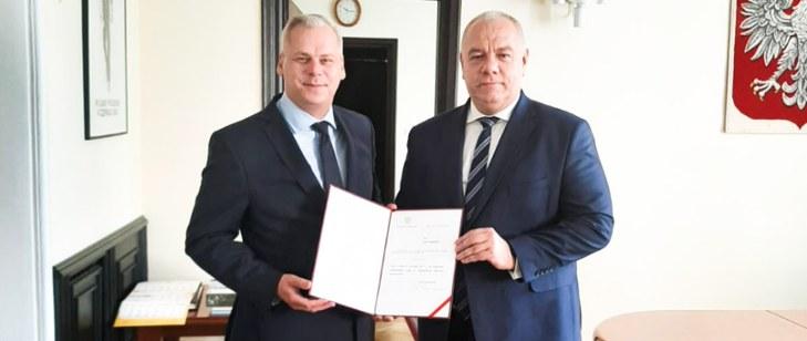Karol Rabenda odebrał powołanie na podsekretarza stanu z rąk wicepremiera Jacka Sasina. /Ministerstwo Aktywów Państwowych /materiał zewnętrzny