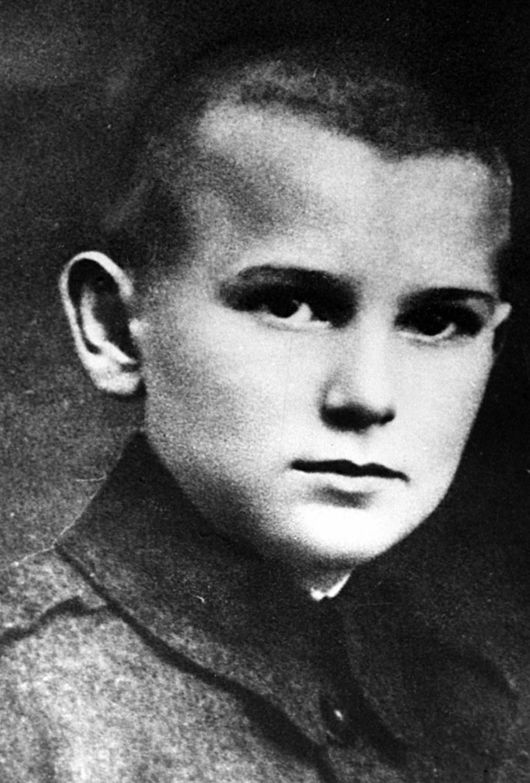 Karol Wojtyła jako 12 letni chłopiec, uczeń siedmioklasowej męskiej Szkoły Powszechnej im. Marcina Wadowity /PAI /PAP
