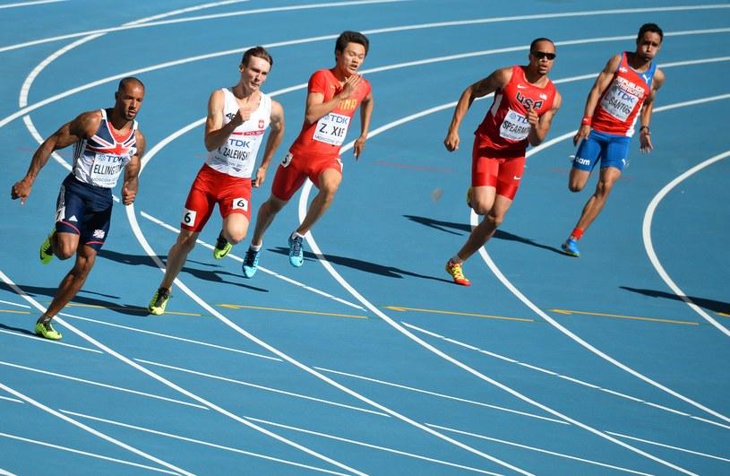 Karol Zalewski w biegu na 200 m /AFP