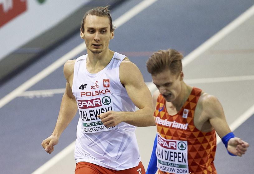 Karol Zalewski (z lewej) / Adam Warżawa    /PAP