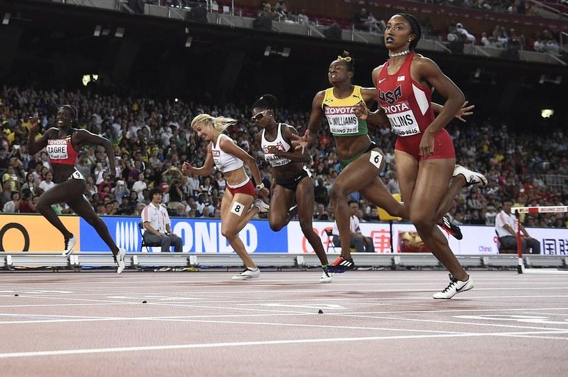 Karolina Kołeczek (druga od lewej) w półfinale na 100 m ppł /AFP