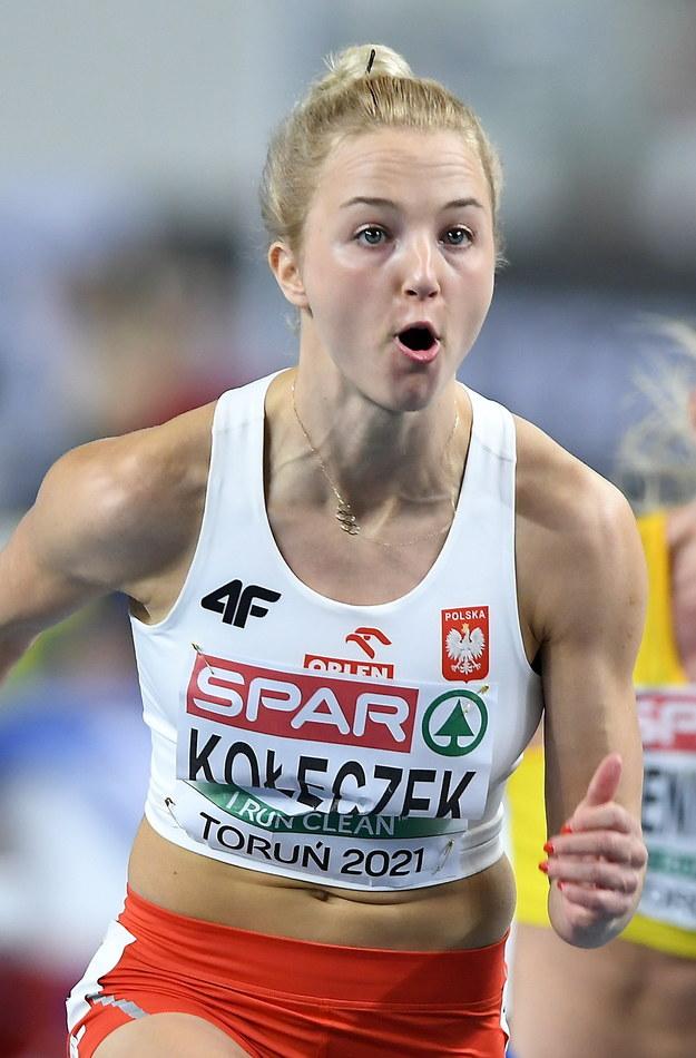 Karolina Kołeczek w biegu kwalifikacyjnym na 60 m ppł podczas lekkoatletycznych halowych mistrzostw Europy w Toruniu / Adam Warżawa    /PAP