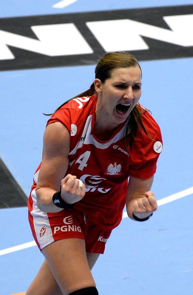 Karolina Kudłacz-Gloc cieszy się ze zwycięstwa po meczu 1/8 finału mistrzostw świata piłkarek ręcznych z Węgrami /Marcin Bielecki /PAP