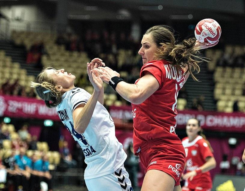 Karolina Kudłacz-Gloc (z piłką) /AFP