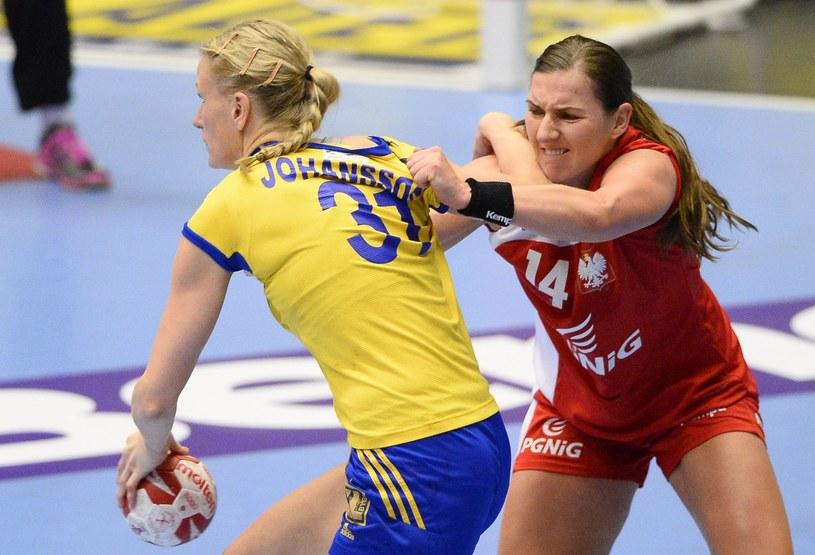 Karolina Kudłacz-Gloc (z prawej) w walce ze Szwedką Anną-Marią Johansson podczas MŚ 2015 /AFP