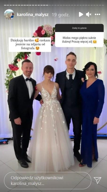 Karolina Małysz z mężem i rodzicami    /https://www.instagram.com/karolina_malysz/ /Instagram