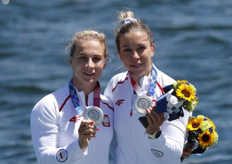 Karolina Naja i Anna Puławska z medalami igrzysk w Tokio /PAP/EPA