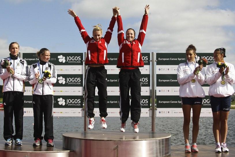 Karolina Naja i Beata Mikołajczyk na najwyższym stopniu podium /PAP/EPA