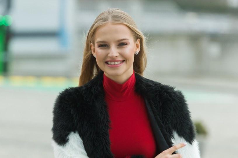 Karolina Pisarek lubi bawić się modą /Artur Zawadzki/REPORTER /East News