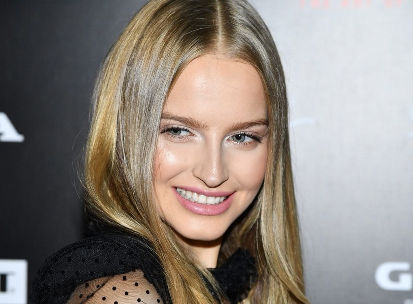 "Karolina Pisarek podczas ""Flesz Fashion Night"" /Mateusz Jagielski /East News"