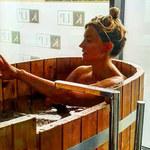 Karolina Szostak nago w wannie