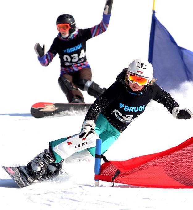 Karolina Sztokfisz przed Marią Dawidek podczas snowboardowych MP fot: Grzegorz Momot /PAP