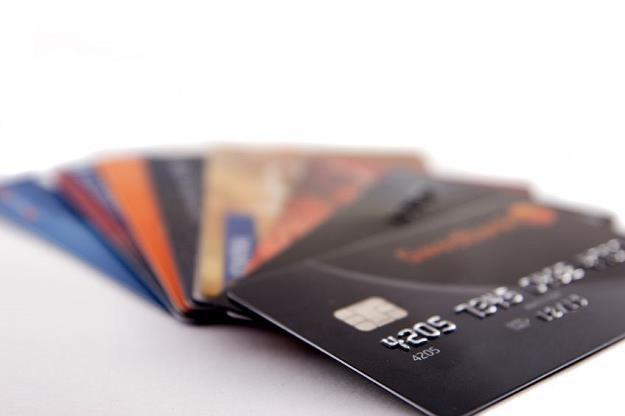 Karta debetowa czy kredytowa? /©123RF/PICSEL