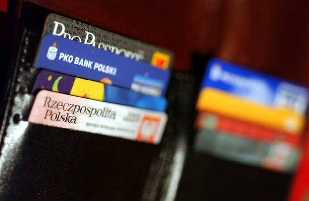 Karta kredytowa jest przydatna w podróży /© Bauer