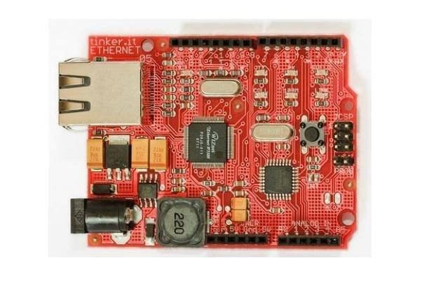 Karta sieciowa Arduino Ethernet, przykład Open Source Hardware  fot. Matt Biddulph, CC-BY-SA /kopalniawiedzy.pl