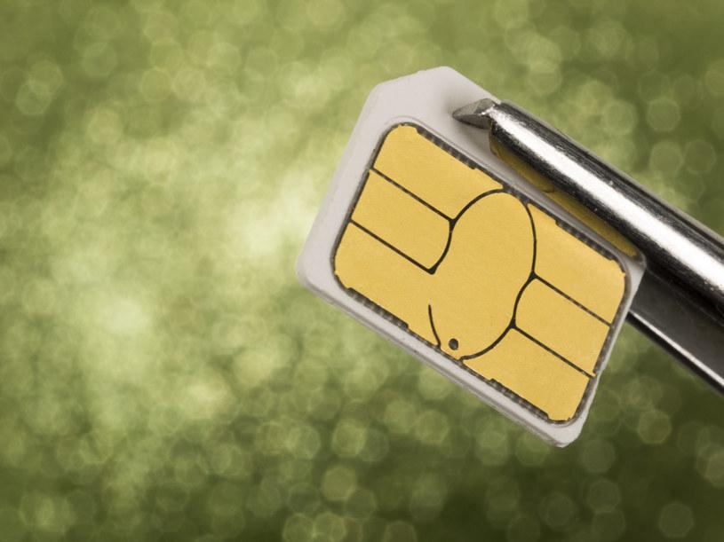 """Karta SIM nadal stanowi """"słaby punkt"""" naszego telefonu /123RF/PICSEL"""