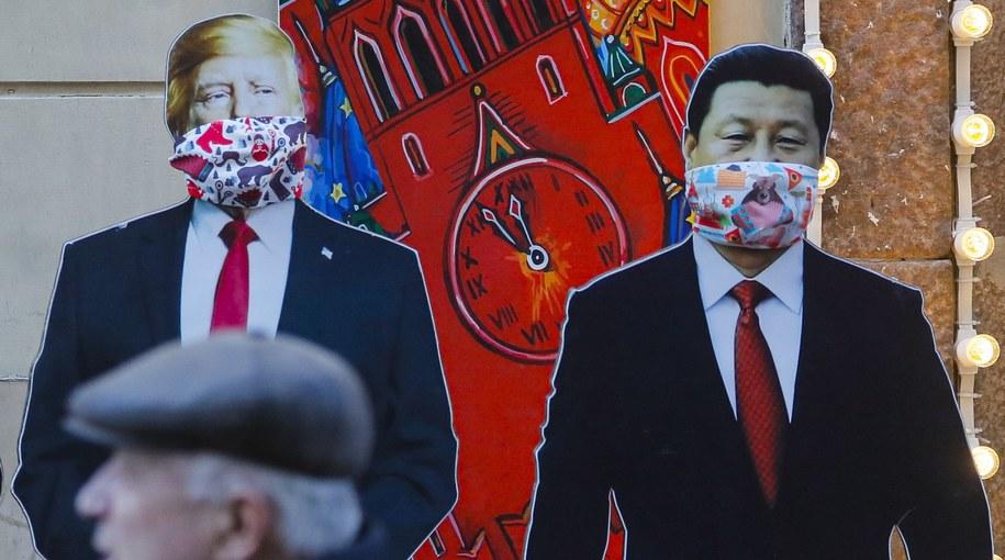 Kartonowe podobizny Donalda Trumpa i Xi Jinpinga w Moskwie /Sergei Ilnitsky /PAP/EPA