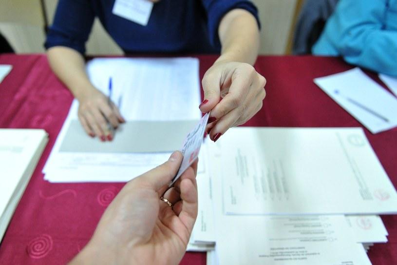 Karty do głosowania, zdj. ilustracyjne /Lukasz Szelemej /East News