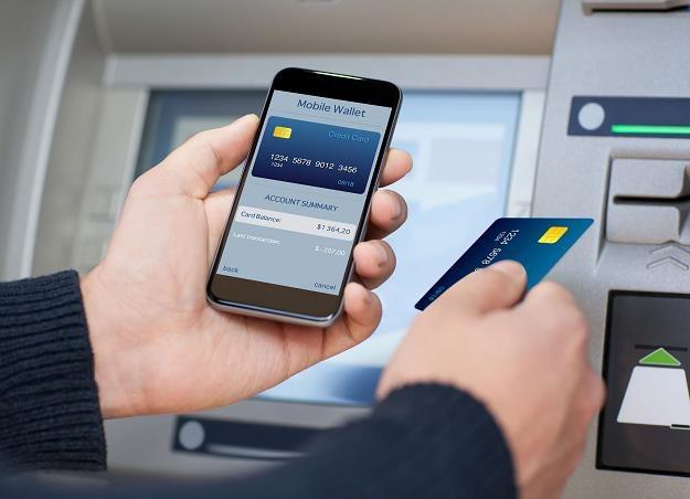 Karty płatnicze coraz droższe. Banki szykują zmiany /©123RF/PICSEL