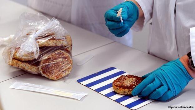 Karygodne zaniedbania i dezinformacja w kontroli żywności /Deutsche Welle