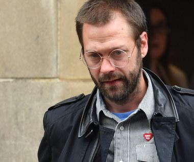 Kasabian: Tom Meighan wyrzucony i skazany za pobicie byłej dziewczyny. Popłakał się w sądzie