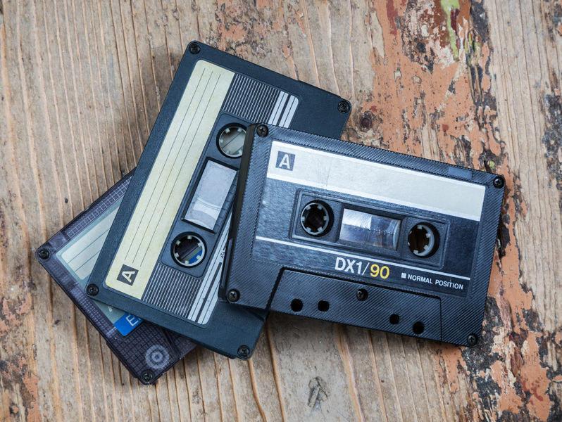 Kasety z nagranymi przebojami krążyły po domówkach i prywatkach /123RF/PICSEL
