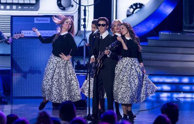 Kasia Ankudowicz na scenie jako Roy Orbison /Polsat