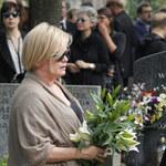 Kasia Figura z pogrzebu Marcina Wrony poszła prosto na premierę!