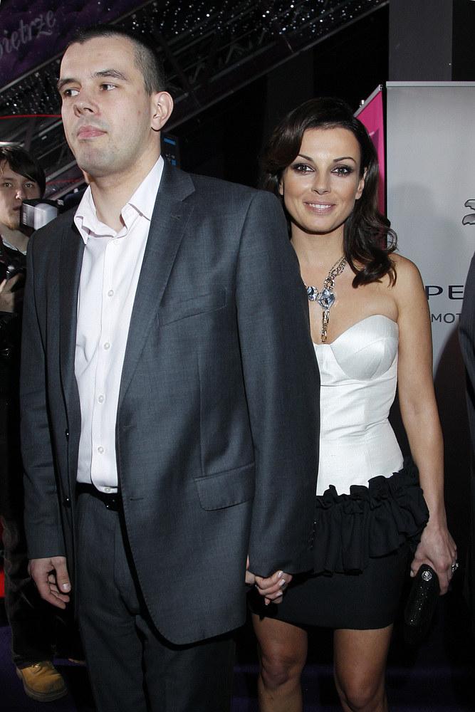 Kasia Glinka z mężem na premierze /AKPA