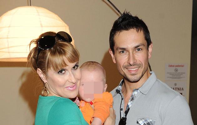 Kasia Skrzynecka z mężem Marcinem Łopuckim i córką Alikią Ilią /MWMedia