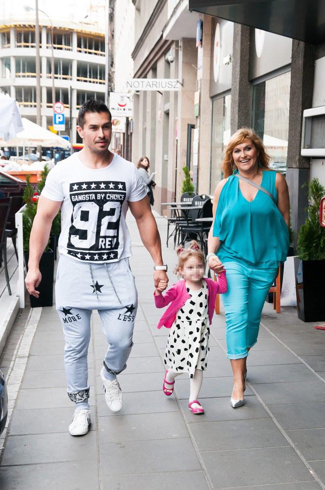 Kasia Skrzynecka z mężem Marcinem Łopuckim i córką /Artur Zawadzki/REPORTER /East News