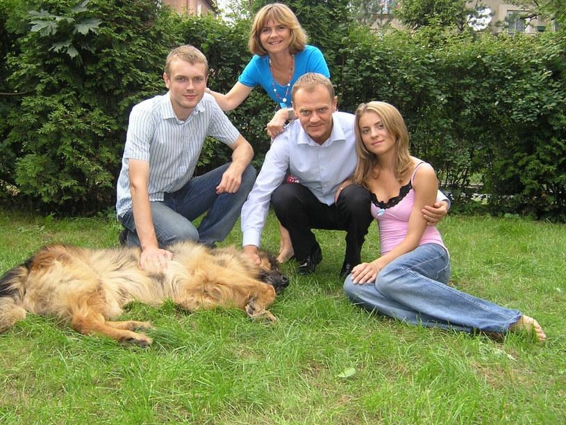 Kasia Tusk z rodziną w 2005 roku /Krzysztof Burzyński/FOTONOVA /East News