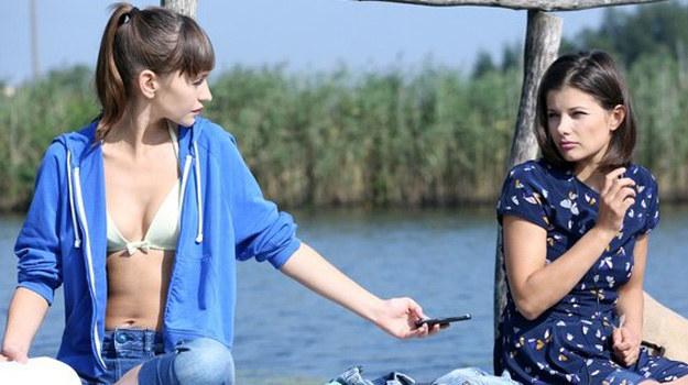 Kasia uzna, że Janka chce się z nią zaprzyjaźnić. /www.mjakmilosc.tvp.pl/