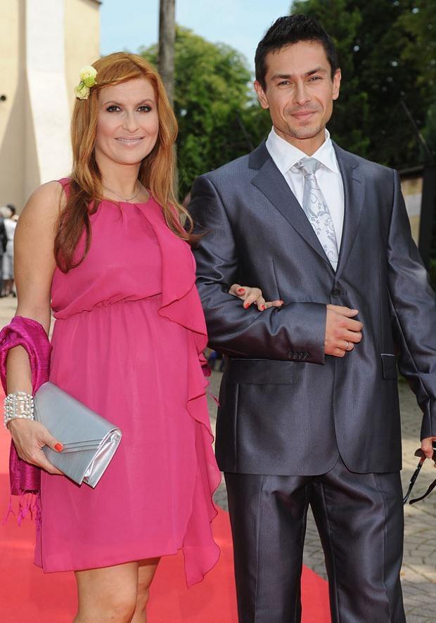 Kasia w ciąży wygląda kwitnąco! Tu z mężem. Fot. Andras Szilagyi  /MWMedia