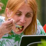Kasia Zielińska pałaszuje dietetyczny lunch, korzystając z otwartych ogródków