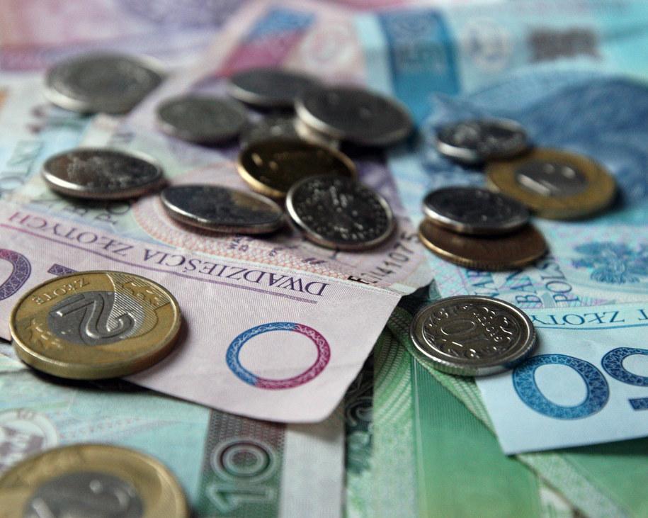Kasjerka nie zauważyła, że zamiast 20 tys. zł wypłaciła 200 tys. zł. /Maciej Chmiel /AFP/PAP/EPA