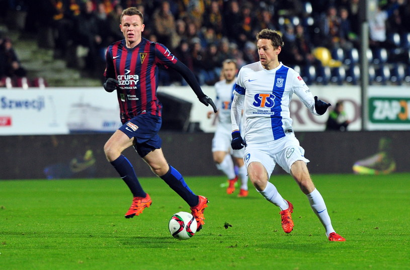 Kasper Hamalainen (z prawej) strzelił gola w meczu z Pogonią /Fot. Marcin Bielecki /PAP