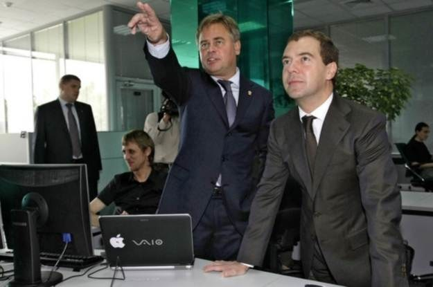 Kasperski i Dmitrij Miedwiediew, prezydent Rosji, w moskiewskiej kwaterze głównej Kaspersky Lab /AFP