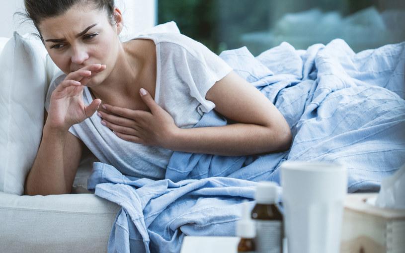 Kaszel i uporczywe duszności mogą być pierwszym sygnałem poważniejszych chorób /123RF/PICSEL