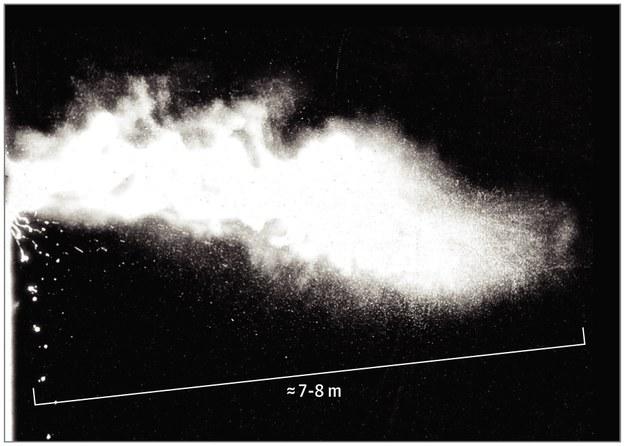 Kaszlnięcie, czy kichnięcie emituje drobinki śluzu i śliny na odległość do 8 metrów /Materiały prasowe