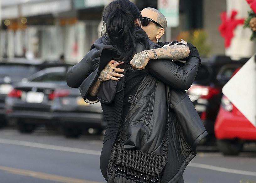 Kat von D i jej mąż przyłapani na czułościach /East News