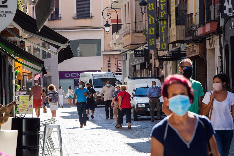 Katalonia i Andaluzja podniosły kary za lekceważenie restrykcji /PACO SANTAMARIA /PAP/EPA